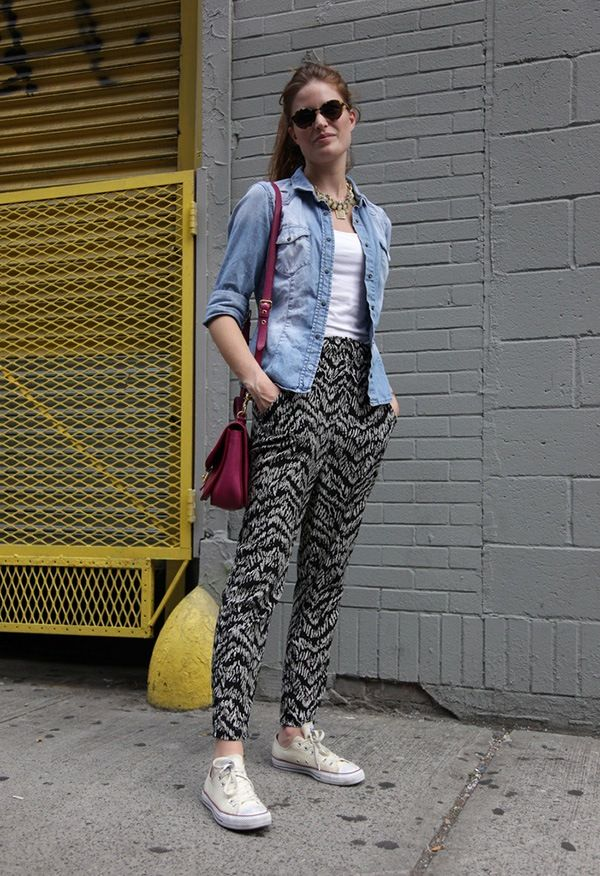 Black And White 600x876 Printed Pant Outfit 18 Ideas What To Wear With Printed Pants Ropa Pantalones De Moda Ropa De Moda