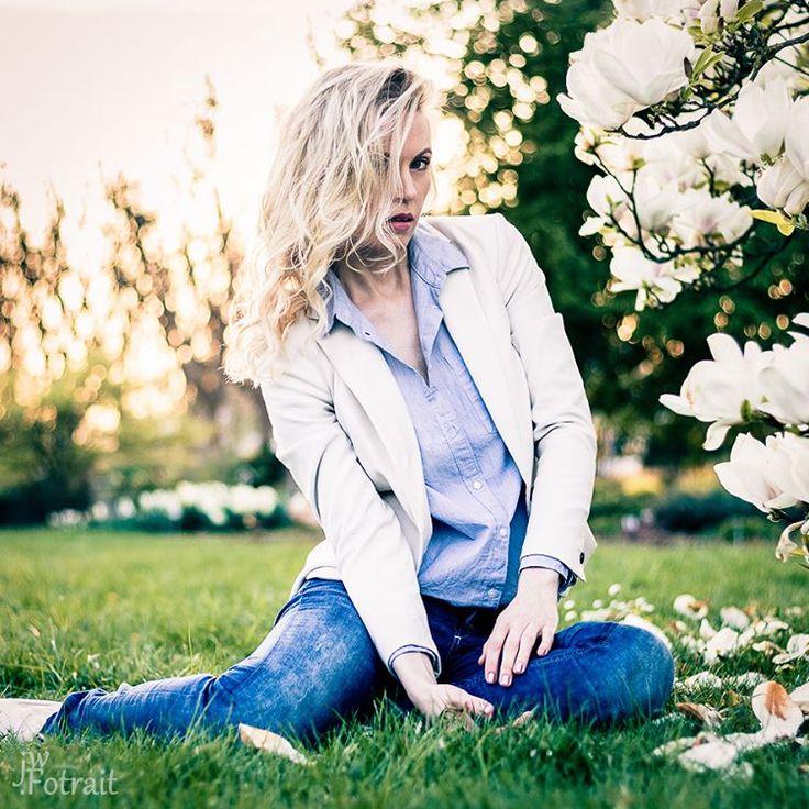 #Springtime in the #Rosegarden * Amazing Shooting with #Model: @marri.kem  #H@M: @visaisa_  Thx to the #Team! :-) * #femalemodel #outdoor #spring #flowers #bluejeans #whitejacket #stylish #nature #cherrytree  #availablelight #makeup #hairstyling #beauty #bokeh #white #green #feelingfree  #fashion #picoftheday #whitemagnolia #rosengarten #zweibrücken #blondehair #posing http://unirazzi.com/ipost/1511085230897787276/?code=BT4dALtAHGM
