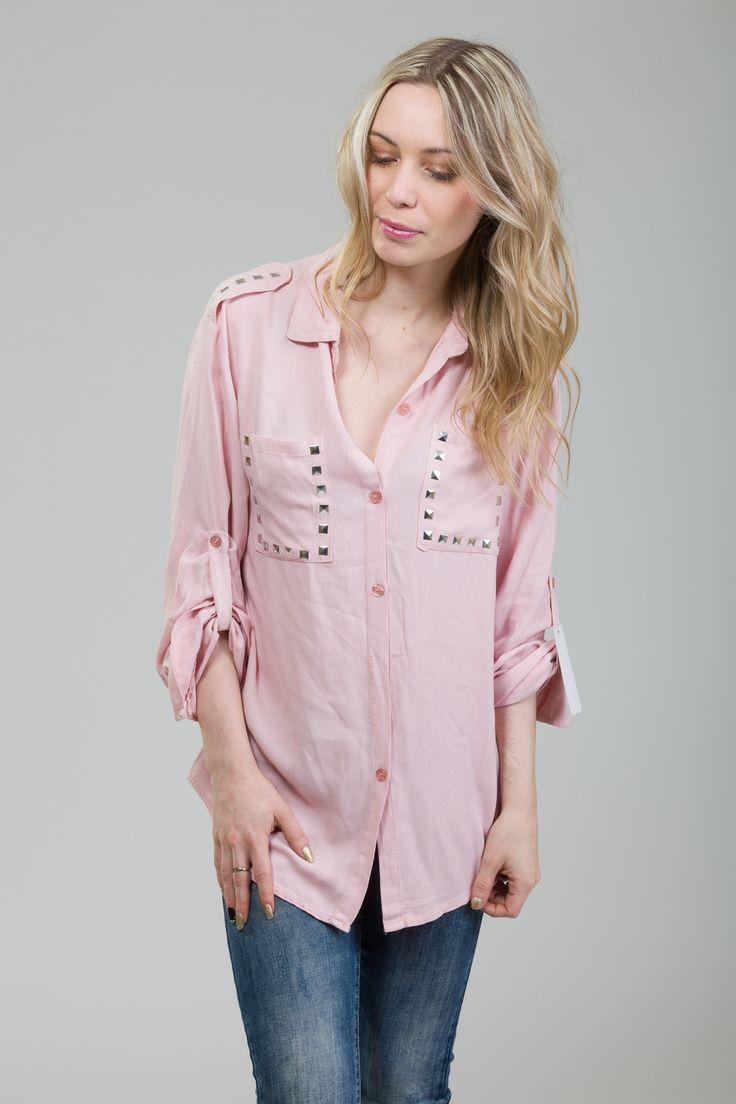 Tendance Printemps/été 2017 : la chemise clouté rose pâle