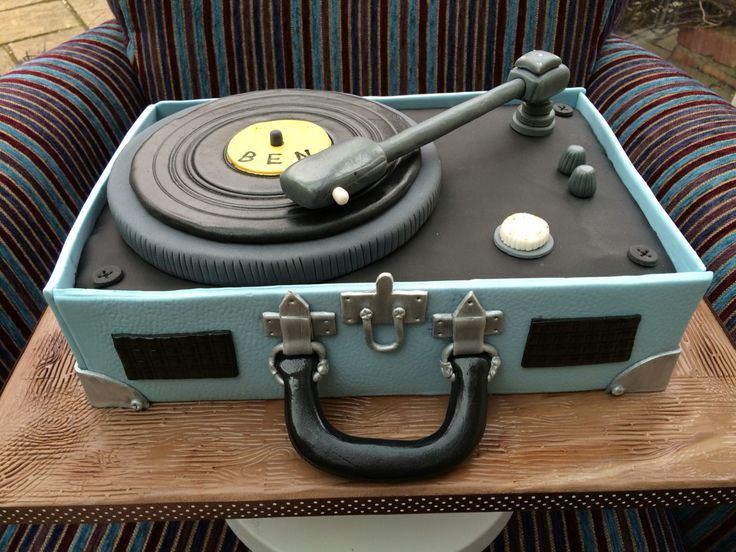 Vintage Record Player Cake1
