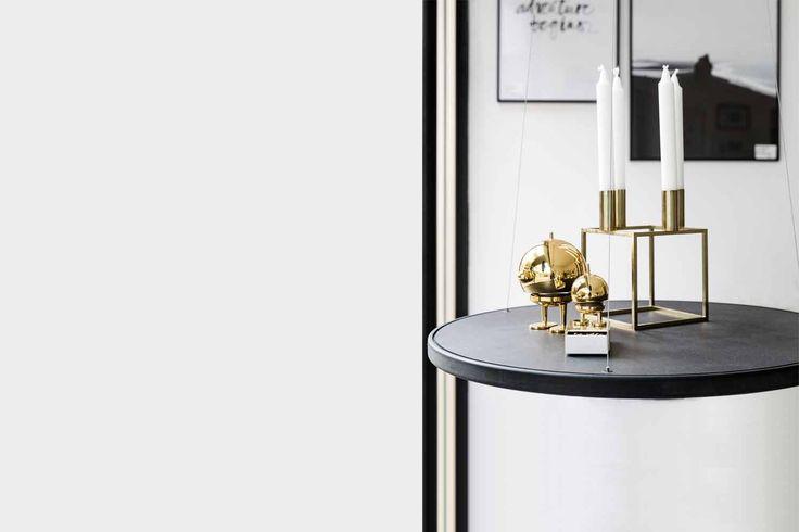 Das Schweben gibt diesem einzigartigen Tisch seinen Namen – Table51. Als Beistelltisch zu Hause, zur Warenpräsentation im Laden und auf Messen oder als Dekorationselement in Ihrer Lobby, der Table 51 zeichnet sich durch sein pures, zurückhaltendes Design und seine neuartige Funktionsweise aus.Nachhaltig in Deutschland produziert, in Werkstätten für Menschen mit Behinderung, bietet dieser Tisch durch seine intuitive stufenlose Höhenverstellung für jeden Raum, jedes Objekt und jede Situation…