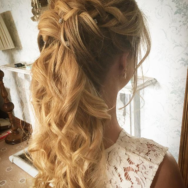 Bridesmaids  #weddinghair #instabride #bridesmaidhair #siansharkeyhairstylist #weddinghairstylist #weddinghairstylistdublin #curls