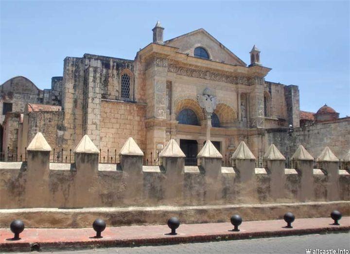 Собор Санта-Мария-ла-Менор (собор Санто-Доминго) Собор Санта-Мария-ла-Менор, известный также как кафедральный собор Санто-Доминго – это старейший собор в Южной Америке, посвященный Пресвятой Деве Ма...