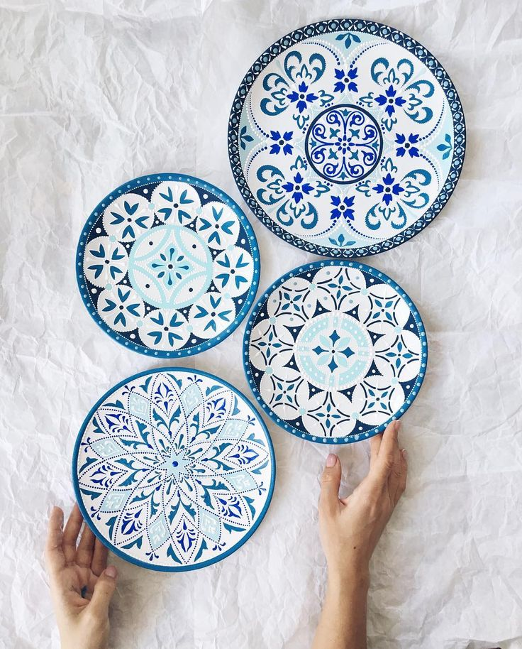 Доброго воскресного дня!) набор тарелочек на заказ по мотивам плиточки на кухонном фартуке. (Ещё пара фото в сторис)