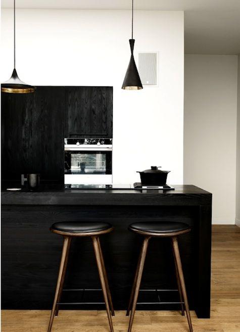 Gallery Remodelista: Kitchens Design, Black And White, Interiors Design, Black Kitchens, Black White, Bar Stools, Modern Kitchens, Kitchens Stools, White Kitchens