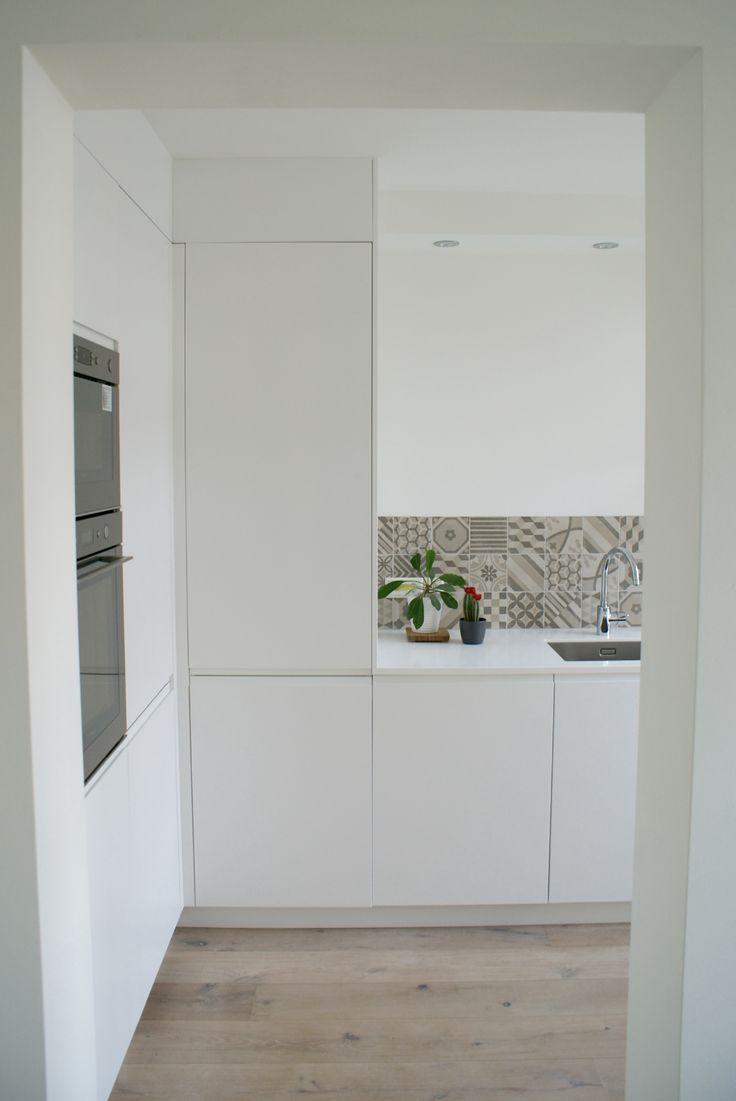 """Greeploze keuken in wit """"Sunday Morning"""", aangekleed door FRONTZ met een IKEA body - Amsterdam"""