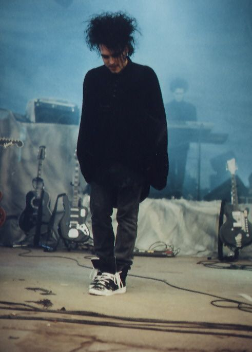 One of my favorite pictures of Robert Smith.