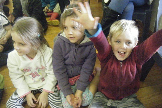 Lilliput Players visited the Pre-primary classes to perform an educational play for them at school.