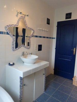 Notre salle de bain blanche et marine votre salle de - Salle de bain carrelee ...