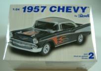 REVELL 1957 CHEVY MODEL CAR KIT