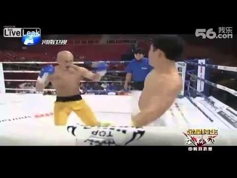 ▶ Shaolin monk KO world Taekwondo champion Monje Shaolin vs Campeón taekwondo - YouTube
