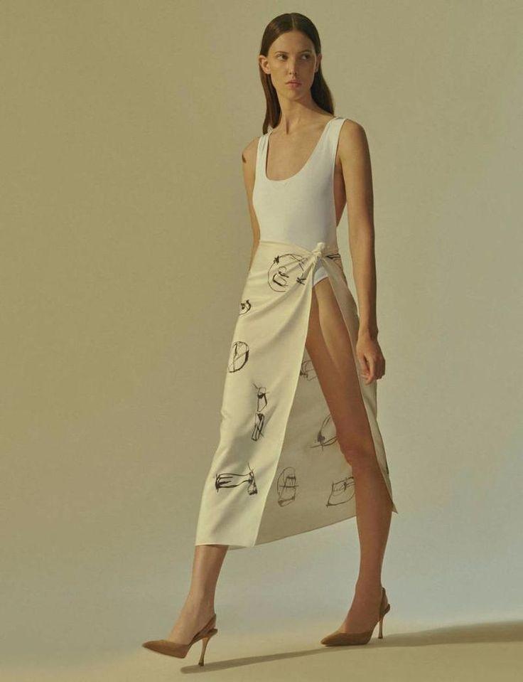 High Summer Simplicity: A Sleek Foundation for Easy Pieces