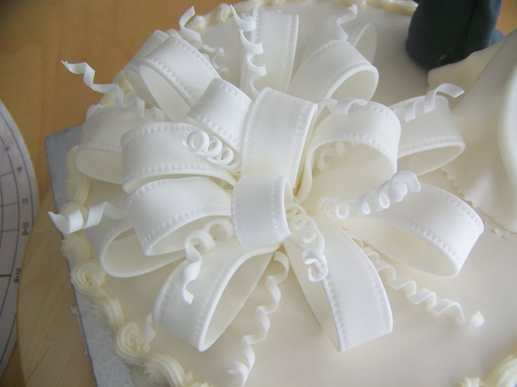Cake With Fondant Ribbon : 25+ best ideas about Fondant bow tutorial on Pinterest ...
