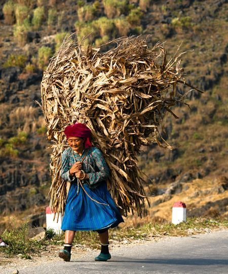 Mẹ. Photo by Phạm Ngọc -- National Geographic Your Shot
