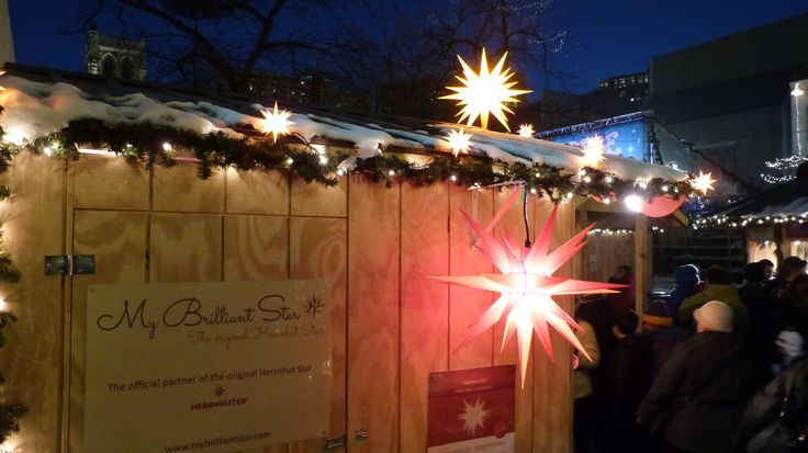 MyBrilliatStar´s booth at night #mybrilliantstar #herrnhutstar #moravianstar #christmas #decoration #minneapolisholidaymarket