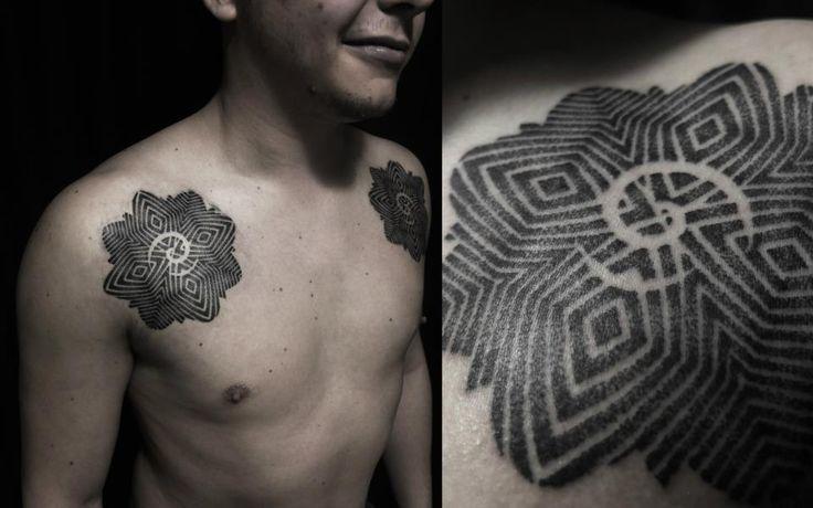 Tattoo basado en Rosa de Borneo                                                                                                                                                                                 Más