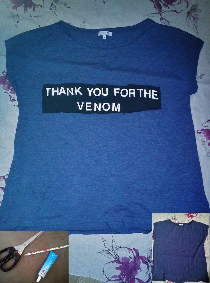 Si vous avez un t-shirt de groupe de musique trop grand ou qui ne vous va plus, voici une petite idée pour le recycler ! ;P Il vous faut : un t-shirt uni un t-shirt de groupe de musique, de film, …