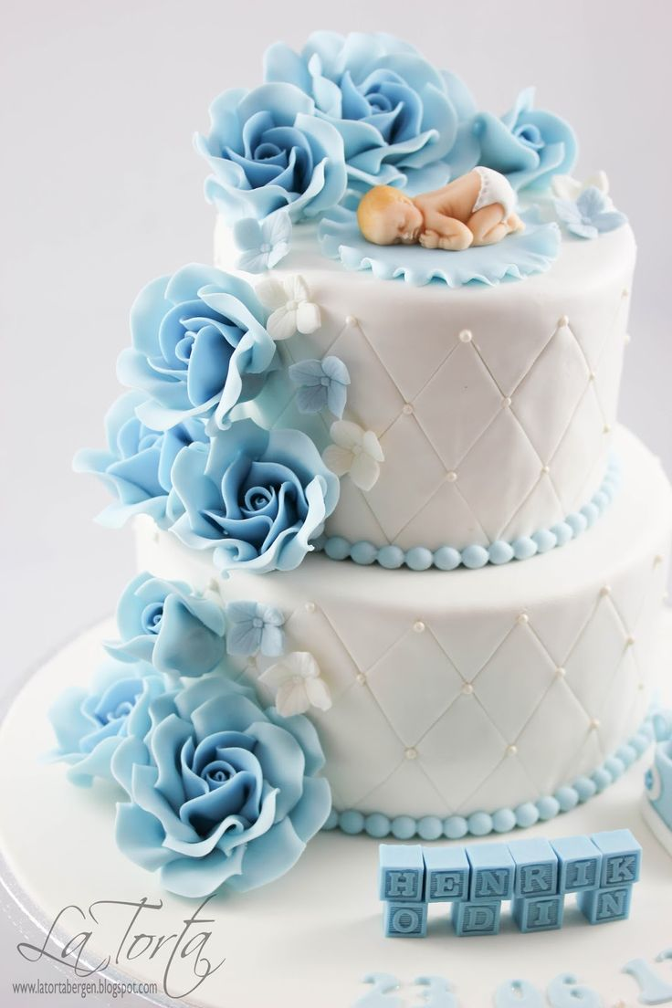 La Torta - unike kaker: Dåpskake til gutt med lyseblå detaljer