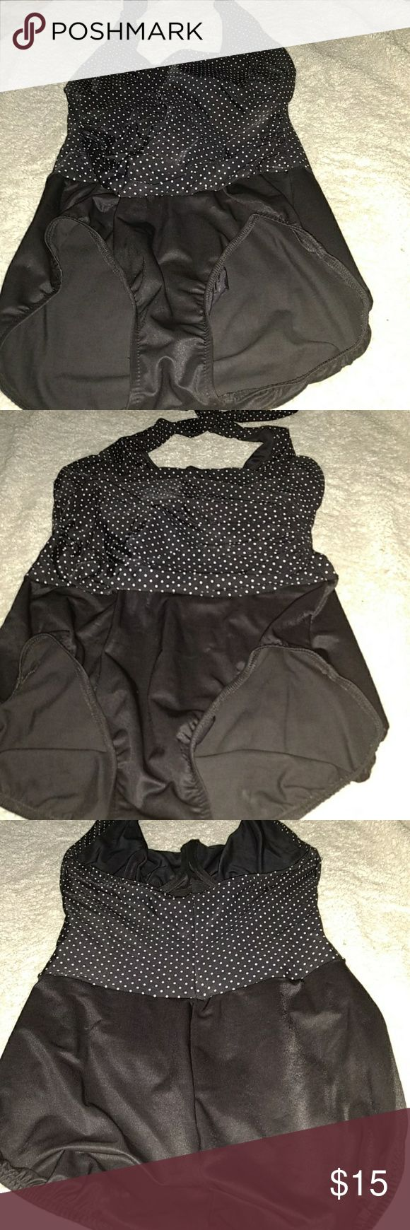 Swim suit. Wore 1x. Miraculous suit Black with white polk dots on top. Under wire bra , the top ia blousy to flatter, it has hidden stomach panel, very noce suit Eddie Bauer Swim One Pieces