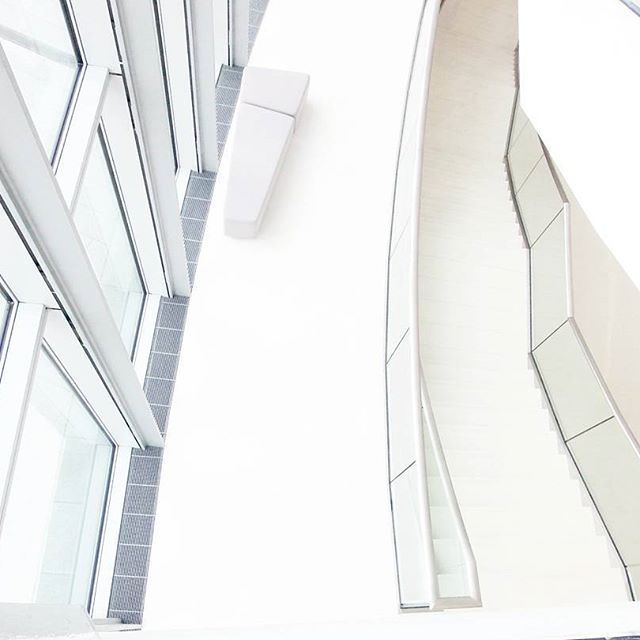 #icekrakow #krakow #cracow #congresscentre #allwhite #white#poland#architecture #archilovers #windows#stairs #good#instagood#instapoland#lubiepolske @icekrakow #polandarchitecture