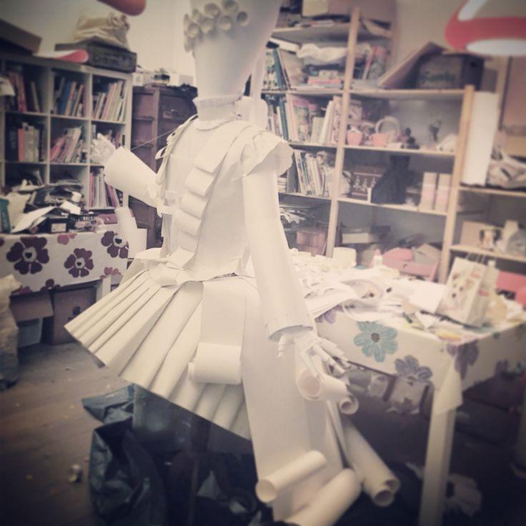 Vestito di carta - carnevale in vetrina - work in progress