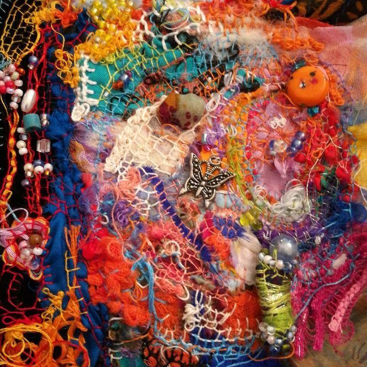 """0 likerklikk, 1 kommentarer – Jane Monica Tvedt (@empireofheart) på Instagram: """"Textil embrodery art #janemonicatvedt #workinprogress #fiber #textil #handmade #beads #buttonart…"""""""