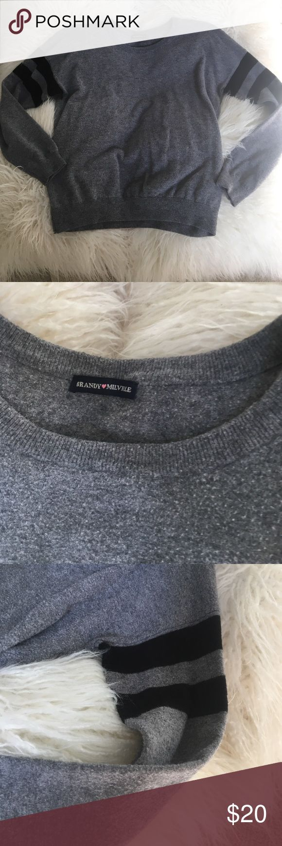 gently used BRANDY MELVILLE SWEATER PULL-OVER Good condition, Brandy Melville SWEATER, CUTE AND COZY WOMEN/JUNIOR FITS SIZES EXTRA SMALL TO MEDIUM Brandy Melville Sweaters