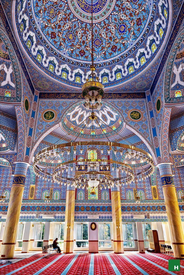 :::: PINTEREST.COM christiancross ::::Beautiful mosque in Lahore, Pakistan