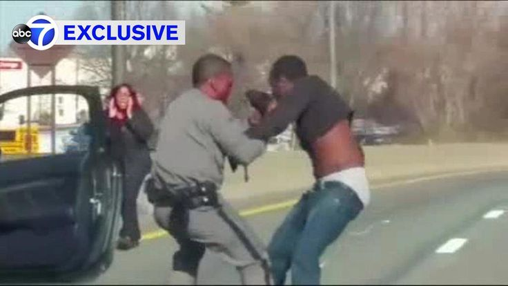 Man accused of dragging #state #trooper across #Southern #State ➡ http://abc7ny.com/…/state-trooper-dragged-during-t…/1756990/ #Photo: #Police say a #trooper pulled over Kyheem Kelly for a #traffic #stop Wednesday afternoon on the eastbound side near exit 18 in Lakeview. (February 16, 2017 12:36 PM)