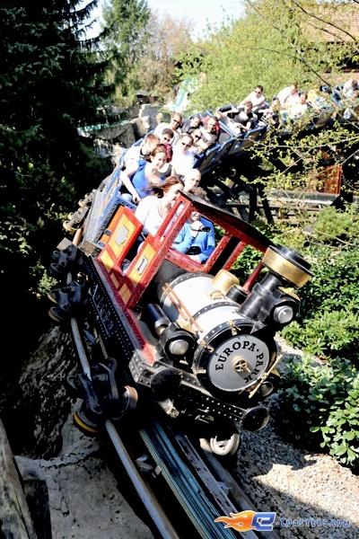 7/11   Photo du Roller Coaster Alpen Express situé à @Europa-Park (Rust) (Allemagne). Plus d'information sur notre site www.e-coasters.com !! Tous les meilleurs Parcs d'Attractions sur un seul site web !! Découvrez également notre vidéo embarquée à cette adresse : http://youtu.be/l83TX4Yx5yI