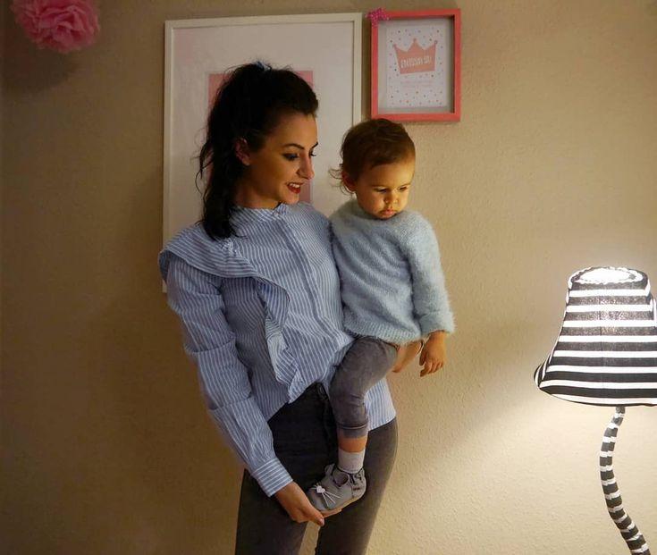 Fotoquelle: Instagram Mom guelay.enissa    Süße Babyschuhe aus Leder von HOBEA-Germany: Modell Maus in grau. Perfekt zum Krabbeln, für die KITA oder als Hausschuh und zum Laufenlernen - Krabbelschuhe mit rutschfester Sohle von HOBEA!    #Kinderschuhe #Hausschuhe #Kinder #Fashion #style #babyclothes #baby #babymodel #babymoccs #moccasins #lederpuschen #Lauflernschuhe #krabbelpuschen #kidsfashion #babyfashion