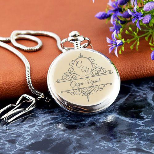 Köstekli Cep Saati Özel Kutusunda Babalar Günü hediyesi olarak özel isim baskılı köstekli cep saati düşünebilirsiniz. Fiyat : 99,90-TL Kapıda Ödeme ve Ücretsiz Kargo WhatsApp Sipariş : 0530 421 4043 http://www.hediyelimani.com/kisiye-ozel-kostekli-cep-saati #kişiyeözel #köstekli #cep #saat #isim #baskı #hediye #hediyelik #babalargünü