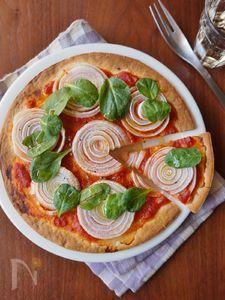 新玉ねぎを丸ごと楽しむクリスピーピザ