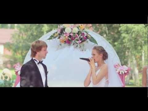 Екатерина Киреева совсем недавно стала звездой YouTube. Ролик, где она сбегает со своей свадьбы, посмотрели более 1,5 миллиона человек. Еще свыше 500 тысяч посетителей популярных социальных сетей оценили необычный поступок 24-летней невесты: http://aze.az/news_sbejavshaya_nevesta_iz_81766.html