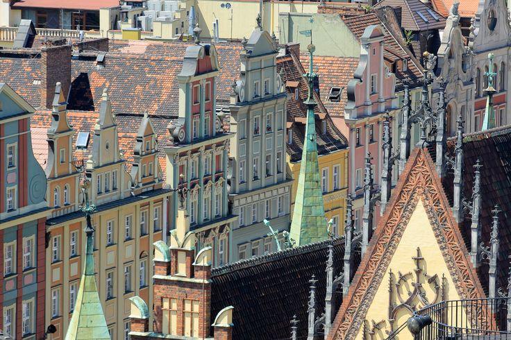 Wrocław, położony nad Odrą, poprzecinany jej dopływami i kanałami jest miastem 12 wysp i ponad 100 mostów. Należy do najstarszych, największych i najpiękniejszych miast w Polsce. Stolica Dolnego Śląska, licząca ok. 650 tys. mieszkańców szczyci się niezwykłą urodą i burzliwą, bogatą historią.   www.poland.gov.pl/Wroclaw,10647.html  Wrocław, situated upon the Oder River, cut with tributaries and canals, has more than 12 islands and 100 bridges. It is one of the oldest, largest and most…
