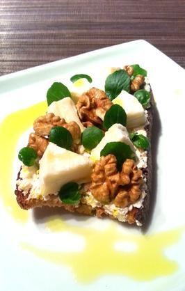 Tartine de Saint Moret, cabécou du Périgord, noix et huile de truffe  - http://recipay.com/fr/recipe/6941-tartine-de-saint-moret-cabecou-du-perigord-noix-et-huile-de-truffe