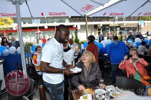 Eiscafé Graziella feiert 25 Jähriges Jubiläum mit Schalke-Spielern in Gelsenkirchen