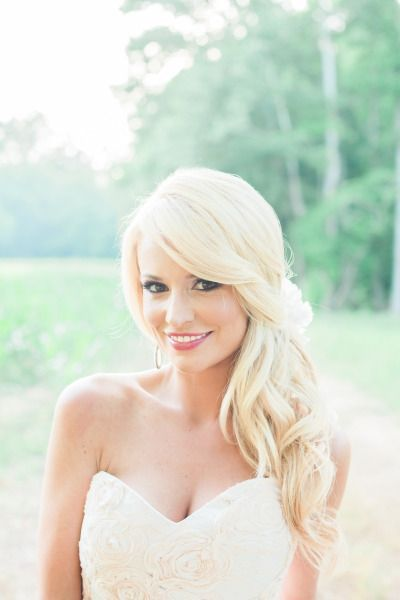 We love Emily Maynard's effortless wedding hair! | Hair And Makeup by Lindsey Regan Thorne