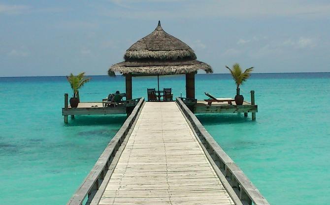 Te ofrecemos la escapada perfecta para huir de la rutina a un destino de ensueño: las Islas Maldivas, Refrescantes playas coralinas de fina arena blanca, aguas cristalinas color turquesa y coloridos fondos marinos que te dejarán hipnotizado. ¡Pasa tu Luna de MIel en Maldivas!
