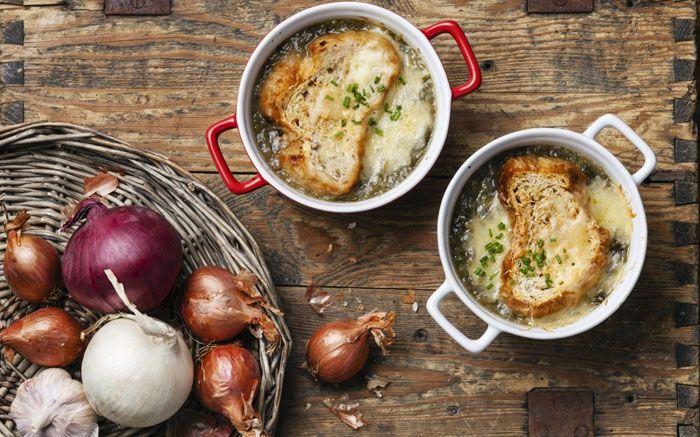 Zwiebelsuppe mit Käsebrot soll im Winter gegen Erkältung heilend wirken