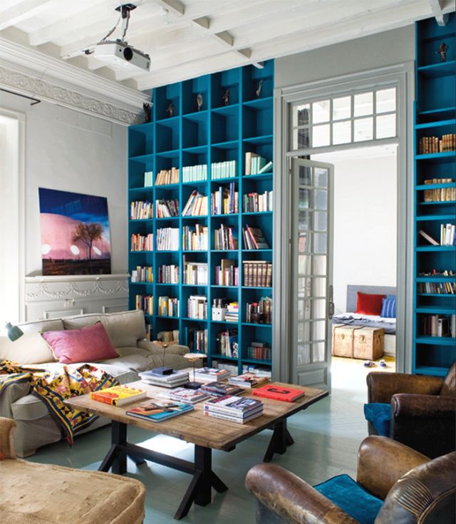Though the generous size and beautiful natural light of this Madrid apartment, featured in Elle España, are certainly incredible attributes, what first attracted us to the space was its incredible collection of books.