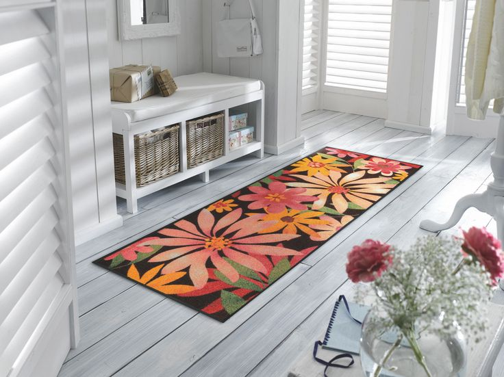 Im #Wohnbereich fehlt ein Farbakzent? Nicht mehr mit dieser #Fußmatte mit #Blumenmotiven #Wohnidee #Dekoration