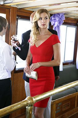 Emily Thorne (Emily VanCamp), #Revenge #red #dress Looks great on Emily! need this dress