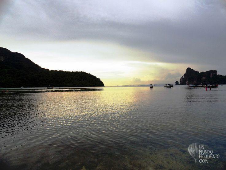 Loh Dalum beach, Phi Phi islands (Thailand)