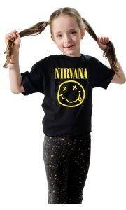 Nirvana também está no Camisetas Da Hora : Kurt Cobain foi o integrante principal da banda Nirvana. Vocalista e guitarrista, ele fundou a banda nos anos 90 e compôs várias músicas de grande sucesso, entre elas,   Smells Like Teen Spirit e Nivermind .    Uma curiosidade, dia 15/06/12 o primeiro álbum da banda, Bleach, completou 23 anos.    Camiseta Nirvana , vista a sua e vamos relembrar um dos grandes nomes do Rock de todos os tempos.   camisetasdahora