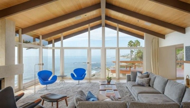 8 Design A Beautiful Beach House With Natural Light In 2020 Modern Beach House Living Room Design Modern Beach House Design