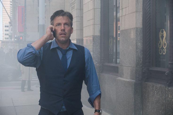 Batman batte Superman: Ben Affleck non ha rivali di stile - Batman v Superman: Dawn of Justice. Chi vincerà? In materia di stile non c'è paragone. Ben Affleck (Batman) batte Henry Cavill (Superman).  - Read full story here: http://www.fashiontimes.it/2016/03/batman-batte-superman-ben-affleck-rivali-stile/