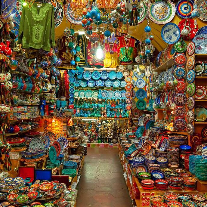 Turkish pottery at the Istanbul bazar