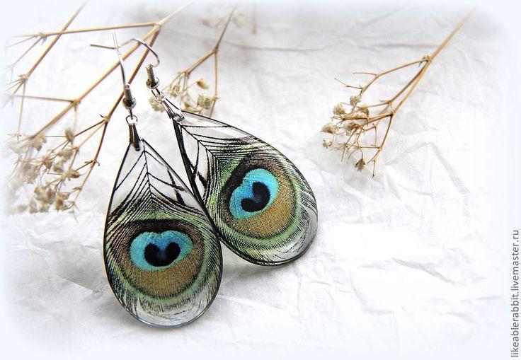 """Серьги ручной работы.  Прозрачные серьги-павлиньи перышки. Handmade. Серьги полностью """"эко-френд""""- в них нет перьев, используется только их изображение."""
