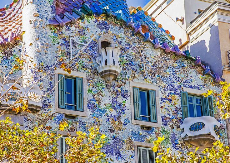 96 best gaudi images on pinterest gaudi mosaics and for Casa luthier barcelona